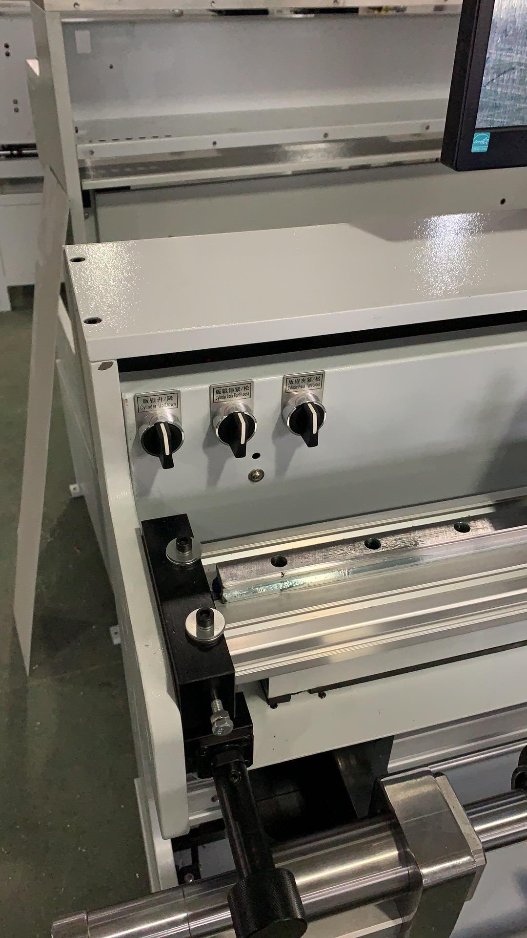 Система наклейки флексографских форм на формные цилиндры и гильзы SM-450 - подробные фотографии и видео работы - монтажный стол для флексографских форм – стол для монтажа флексографских форм. Фотография 4.
