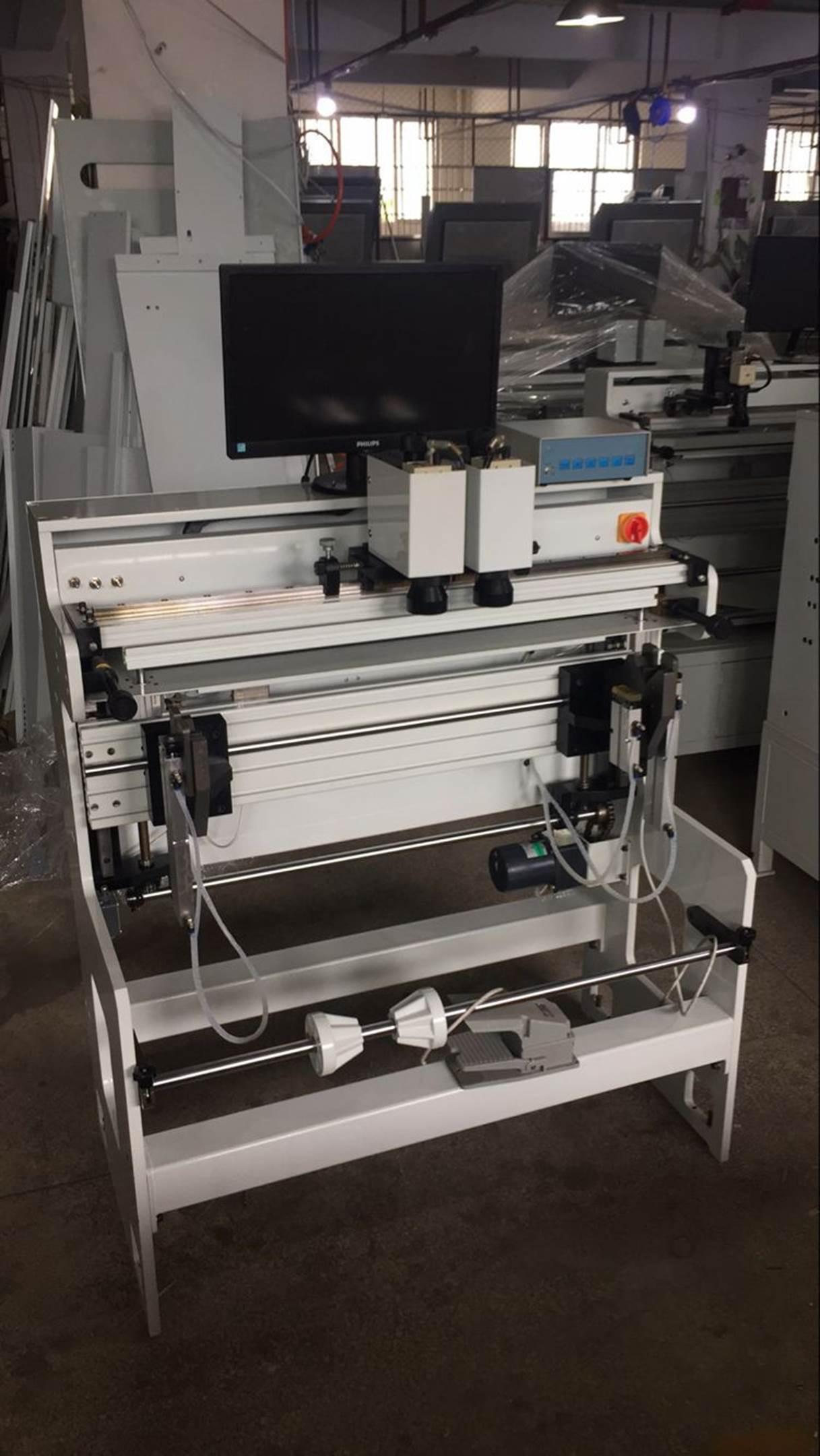 Подробные фотографии системы наклейки флексографских форм SM-450  для наклейки форм на формные цилиндры итальянской печатной машины. Фото 1.
