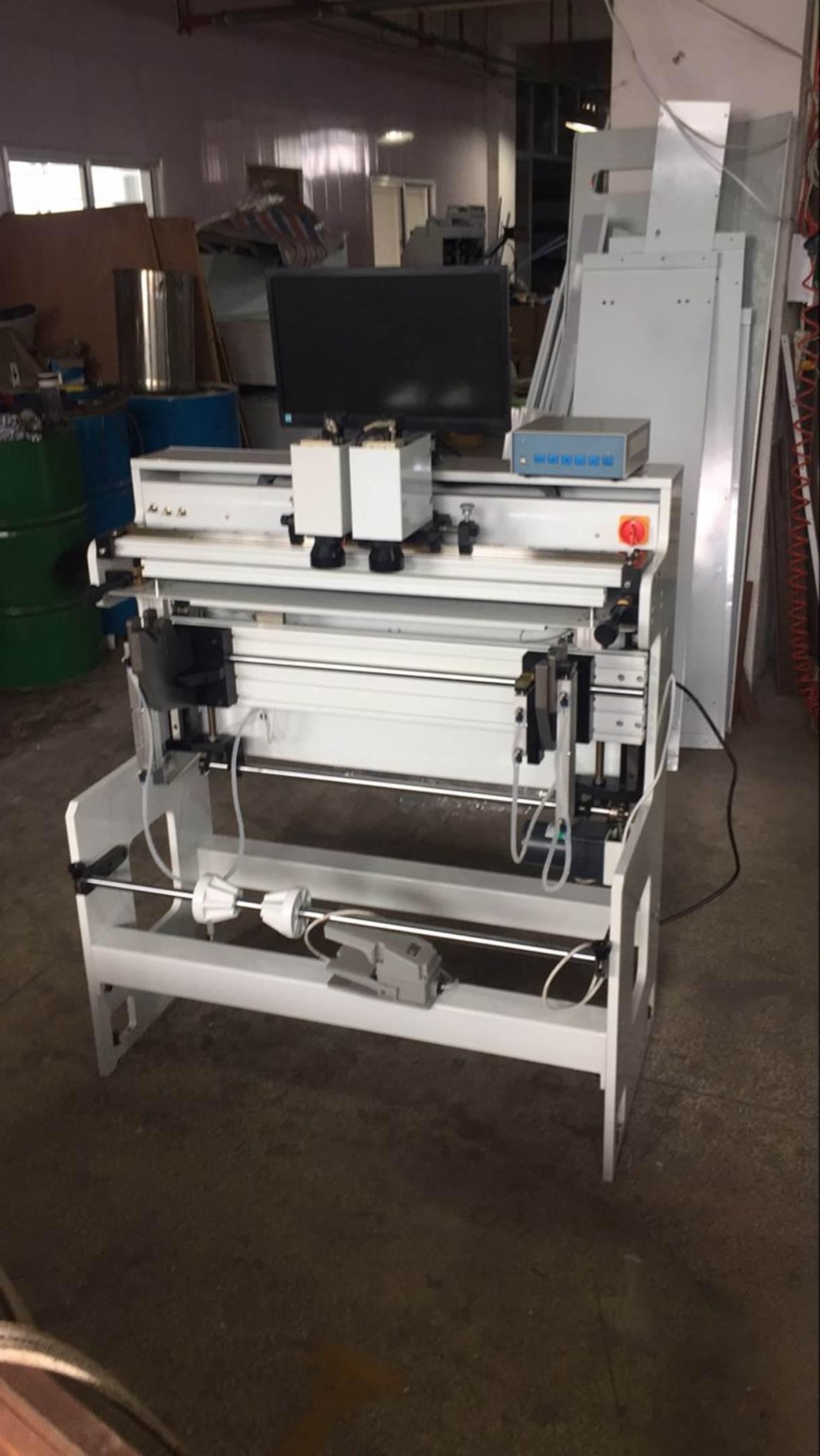 Подробные фотографии системы наклейки флексографских форм SM-450  для наклейки форм на формные цилиндры итальянской печатной машины. Фото 2.