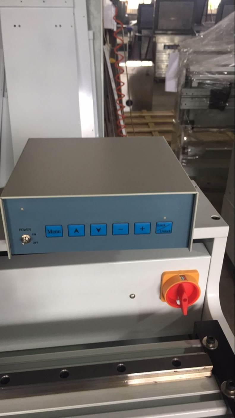 Подробные фотографии системы наклейки флексографских форм SM-450  для наклейки форм на формные цилиндры итальянской печатной машины. Фото 6.